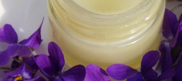 Veilchenbalsam selber machen, Veilchensalbe selber machen, Veilchencreme selber machen, Rezept, Naturkosmetik
